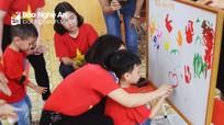 Yêu thương và sẻ chia với trẻ tự kỷ