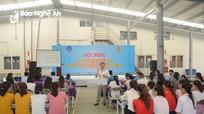 Tuyên truyền chính sách bảo hiểm xã hội cho hơn 230 công nhân may ở Nghệ An
