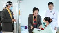 Ủy ban MTTQ Việt Nam tỉnh Nghệ An thăm hỏi, tặng quà các bệnh nhân là người công giáo