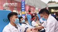 Hơn 1.000 y, bác sĩ tham gia hiến máu tại Ngày hội 'Giọt hồng blouse trắng'