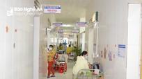 Nghệ An: Hàng trăm người khám, nhập viện mỗi ngày do hội chứng viêm màng não