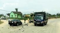 Ô tô xe máy đối đầu, nam thanh niên tử vong khi chuyển viện