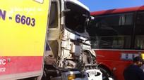 Tai nạn liên hoàn giữa 3 ô tô và 2 xe máy khiến 3 người nhập viện