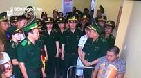 """Trao tặng huy hiệu """"Tuổi trẻ dũng cảm"""" cho Đại úy Nguyễn Đình Tài"""