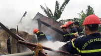 Khống chế cháy tại nhà chứa rơm