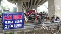 Chợ cóc ngang nhiên hoạt động dưới gầm cầu vượt ở thành phố Vinh