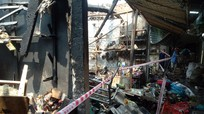 Hàng chục tiểu thương Nghệ An tay trắng sau vụ cháy chợ lúc nửa đêm
