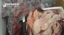 Bắt 265 kg sản phẩm động vật bốc mùi hôi đi qua địa bàn Nghệ An