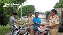 Trao trả 2 xe máy bị mất từ 4 năm trước cho người bị hại