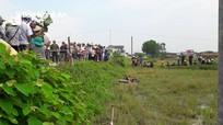 Nghệ An: Phát hiện thi thể người đàn ông cạnh xe máy ở dưới ruộng
