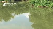 Tìm thân nhân thi thể nam thanh niên dưới sông ở Nghệ An