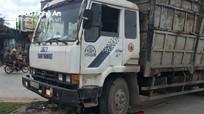 Nghệ An: Hai người thương vong dưới gầm xe ô tô tải chở keo  