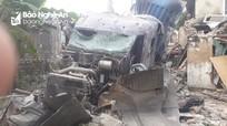 Xe container đâm sập 3 nhà dân ở Nghệ An trong đêm, nhiều người thoát chết