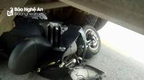 Nam thanh niên thoát chết hi hữu dưới gầm xe ô tô đầu kéo