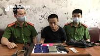 Bắt đối tượng người Lào mua bán trái phép chất ma túy có vũ khí nóng