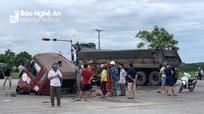 Va chạm mạnh giữa xe khách và xe tải trên đường N5 khiến 4 người nhập viện