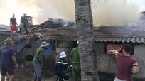 Nhà dân bốc cháy khi chủ nhà đi vắng