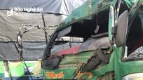Lái xe chở keo đâm vào đuôi xe tải, tài xế gãy nát chân trong ca bin