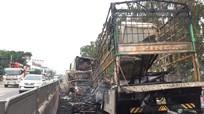Nghệ An: Xe tải đối đầu container cháy rụi trên Quốc lộ 1A