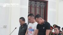 Nhóm thanh niên xếp đầy pháo và ma túy vào xe tải chở về Nghệ An