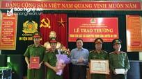 Trao thưởng cho chuyên án bắt 12 bánh heroin ở Quế Phong