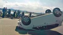Nghệ An: Nhiều ô tô phơi bụng, lao xuống ruộng ngày 29 Tết