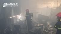 Một nhà dân bất ngờ bùng cháy giữa trưa