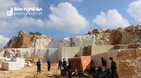 Nghệ An: Bắt quả tang cơ sở khai thác 800m3 đá trắng trái phép