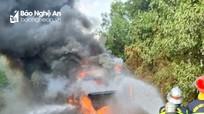Xe khách chở công dân hoàn thành cách ly Covid-19 cháy rụi trên Quốc lộ 15A