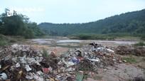 Con sông lớn ở Nghệ An ngập tràn rác thải
