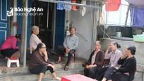 NÓNG: Đã cứu sống 4 thuyền viên Nghệ An trong vụ chìm tàu cá ở Quảng Bình