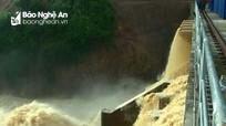Mưa lớn kéo dài, nhiều thủy điện ở Nghệ An tiến hành xả lũ