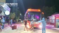 Nghệ An: Phát hiện 2 xe khách chở 40 người từ vùng dịch về trốn khai báo