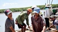 Ngư dân Nghệ An mưu sinh dưới 'đỉnh' nắng 40 độ C