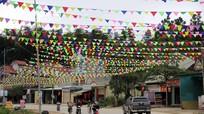 Người dân vùng cao Nghệ An góp tiền trang hoàng đường đón Tết