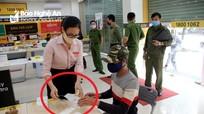 Hàng loạt cửa hàng không thiết yếu tại Nghệ An vẫn ngang nhiên hoạt động