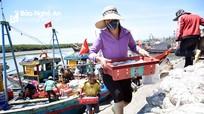 Ngư dân Nghệ An mưu sinh dưới nắng nóng trên 40 độ C