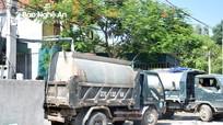 Nghệ An: Nắng nóng, xe bồn chen chúc bơm nước đi bán cho dân