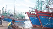 Nghệ An: Khẩn cấp kêu gọi tàu thuyền trên biển về bờ tránh áp thấp
