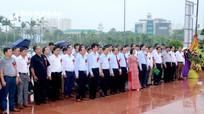 Hội Nông dân tỉnh dâng hoa tưởng niệm Chủ tịch Hồ Chí Minh nhân kỷ niệm 90 năm thành lập