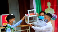Gần 4.000 cử tri huyện Quế Phong (Nghệ An) đi bầu cử sớm