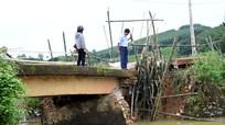 Yên Thành: Cầu sụt mố do mưa lũ, cả xóm lo không còn đường đi