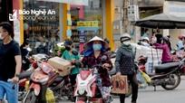 Người dân Yên Thành đổ xô mua hàng trước giờ thực hiện Chỉ thị 16