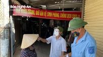 Người dân thị xã Thái Hòa ngày đầu cầm phiếu đi chợ