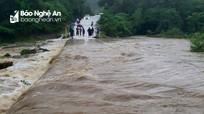 Nghệ An: Nhiều tuyến đường bị chia cắt do mưa lớn
