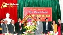 Phó Chủ tịch UBND tỉnh Lê Minh Thông chúc mừng các đơn vị y tế nhân ngày 27/2