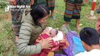 Giáo viên vùng cao Nghệ An hỗ trợ sản phụ sinh con bên đường