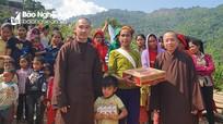 Chùa Phúc Lạc thăm và tặng quà học sinh vùng cao Nghệ An