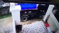 Nghệ An: Tạm giữ tài xế xóa hiện trường sau khi lùi xe cán một cháu bé tử vong