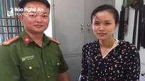Trung úy công an Nghệ An trao trả tài sản đánh rơi cho công dân